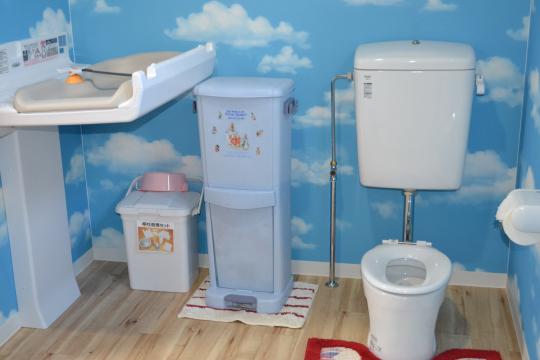 おむつ台とトイレ